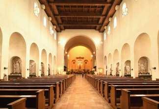 Das Innere einer nüchternen Kirche