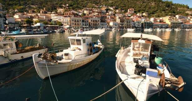 Boote in einem Mittelmeerhafen