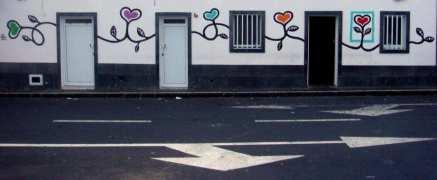 Haus mit gemalten Herzen