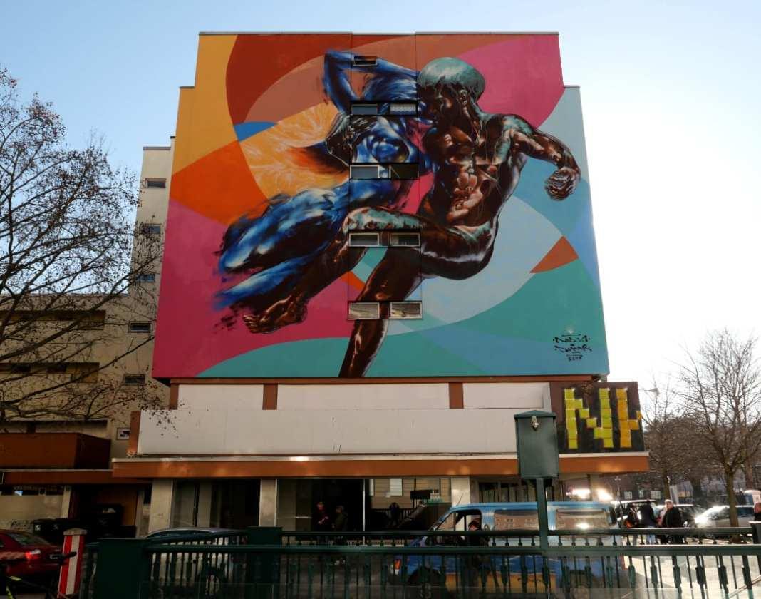 Buntes Mural an Häuserwand