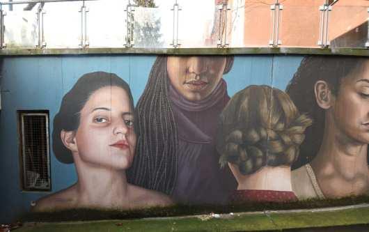 Frauen Streetart Fotorealismus
