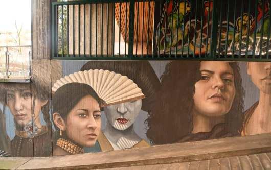 Frauen verschiedene Ethnien Streetart