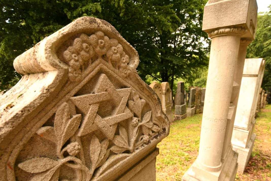 Grabsteine eines jüdischen Friedhofs