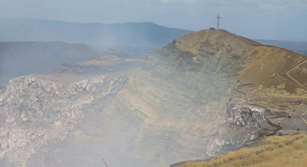 Dampfender Vulkankrater