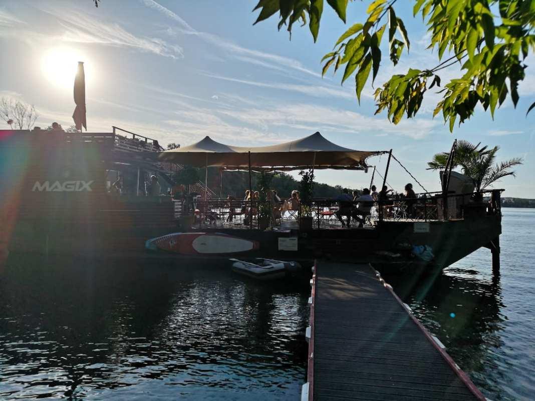 Bar auf einem Boot