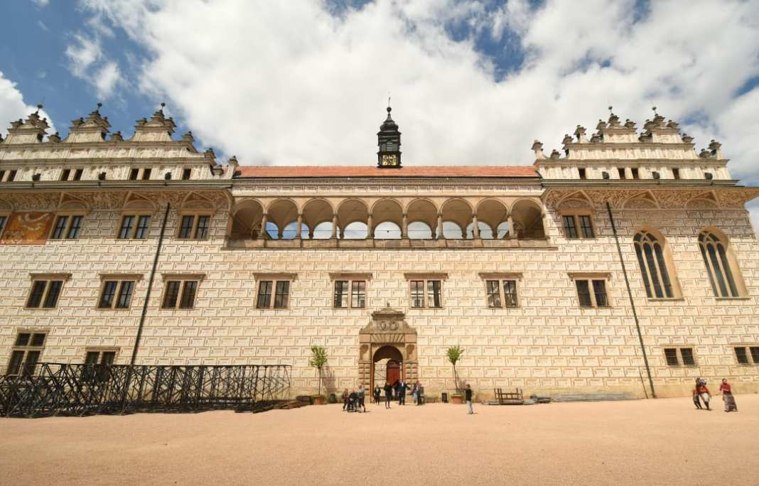 Renaissanceschloss mit Briefchensgraffiti