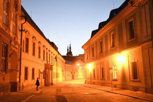 Altstadtstraße im Abendlicht