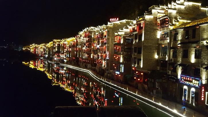 Vue de Zhenyuan de nuit