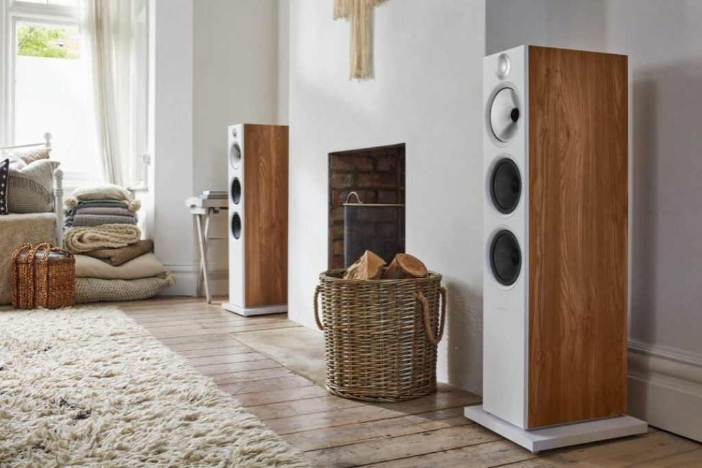 603 S2 Anniversary Edition Oak Stereo Fireplace Wide Side 1