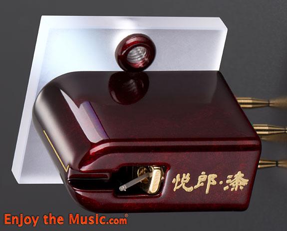 Etsuro_Urushi_Bordeaux_Moving_Coil_Phono