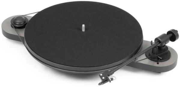Pro-Ject Elemental Phono USB è un giradischi argento e nero