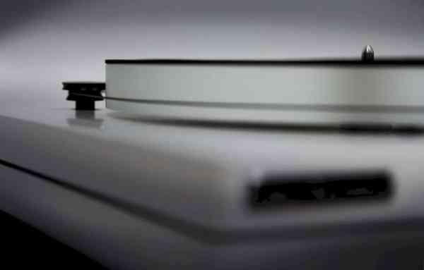New Horizon al'mat è un accessorio per giradischi montato 2