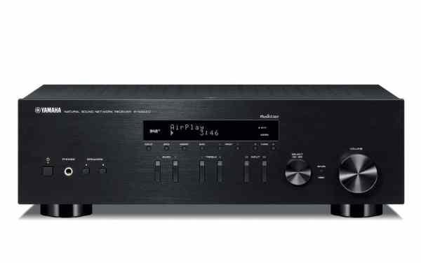 Yamaha R-N303D è un sintoamplificatore stereofonico nero