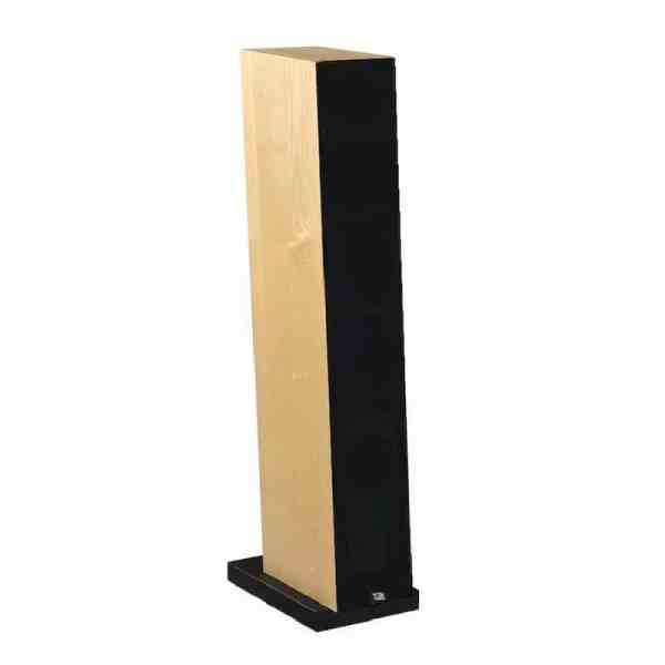Davis Acoustics Courbet N°5 è un diffusore da pavimento frassino naturale griglia