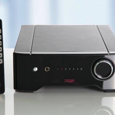 Rega Brio R è un amplificatore integrato nero fronte