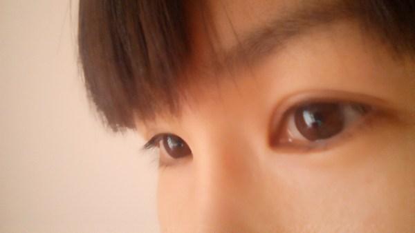 キビシイ女性の目