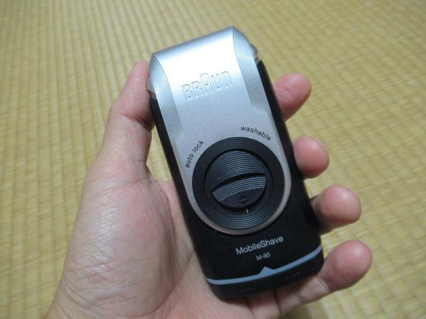 手のひらサイズ!モバイルシェーバーブラウンm-90