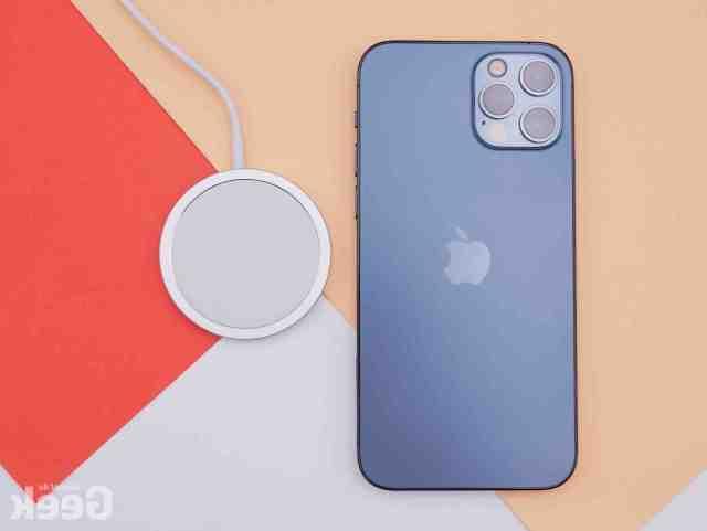 Est-ce que l'iPhone se se recharge sans fil ?
