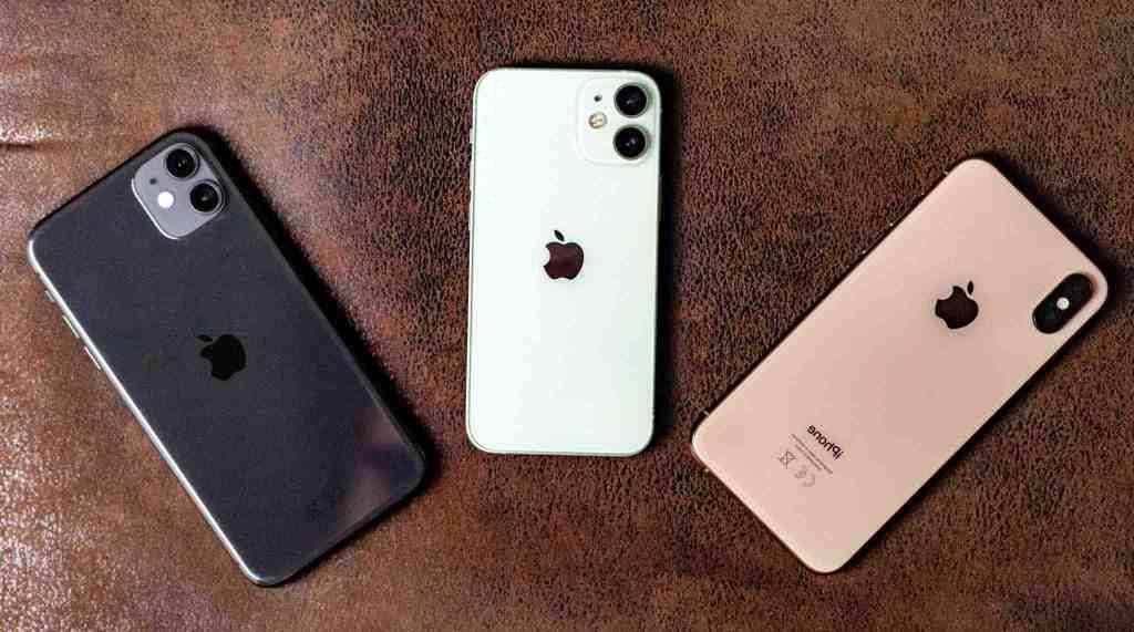 Iphone 12 mini à côté de l'iphone 11