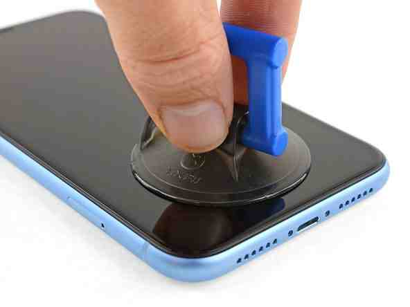 Où se trouve le micro sur un iPhone 12 ?