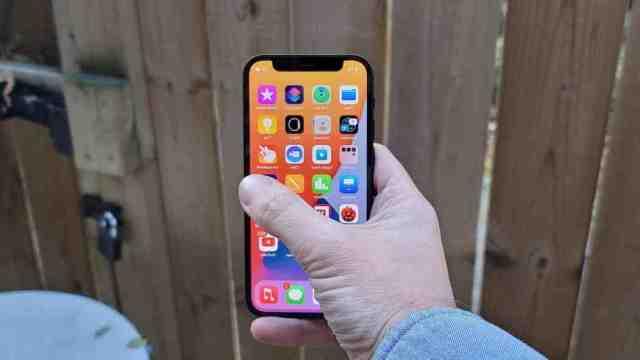 Quelles sont les dimensions de l'iPhone 12 mini ?