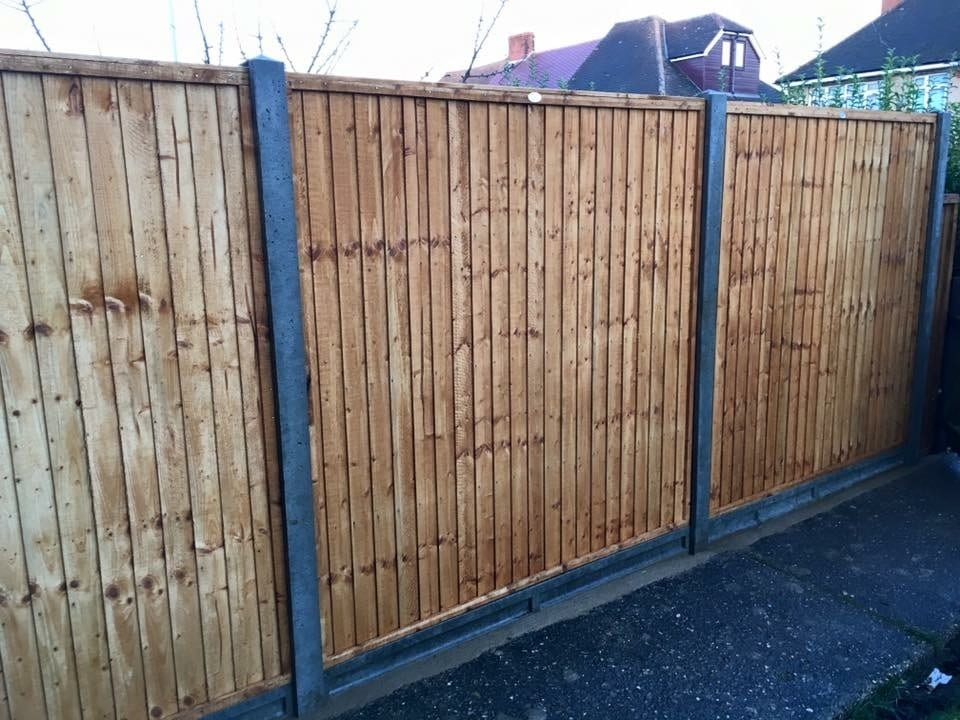 How to erect a fence on level ground