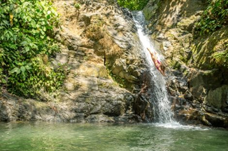 Waterfall diving in Costa Rica - Higher Tides