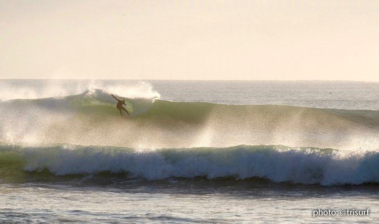 Winter Storm Riley - surfer hacks a wave