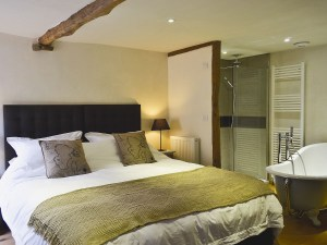 Higher Patchole Holiday Cottages - Threshing Barn bedroom 2