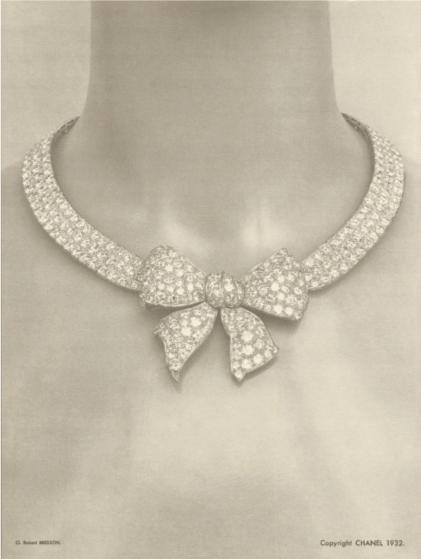 1932 original Bow chocker and brooches.