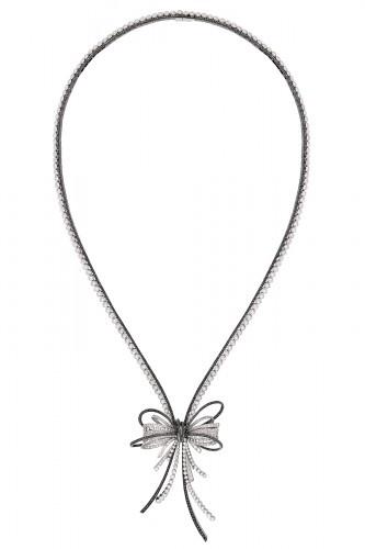 Necklace in 18k white gold, black diamonds and white diamonds.