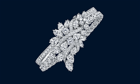 134 marquise, pear-shaped and round brilliant diamonds weighing a total of approximately 34.38 carats, set in platinum. A discrete emerald is located on the inside of the bracelet.