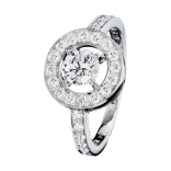The Ava Round ring is a signature emblem of the Maison Boucheron. The near- invisible setting enhances the sparkle of the diamond. A ring which is ideal for young fiancées and for any woman who wants to enjoy beauty, every day.