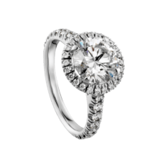 Cartier Destinée is enhanced by a halo of diamonds which bestow an exceptional radiance. This collection unfolds in harmonious curves and encapsulates the promise of a lifetime together. Ring in platinum 950‰, micropaved with brilliant-cut diamonds, central brilliant-cut diamond