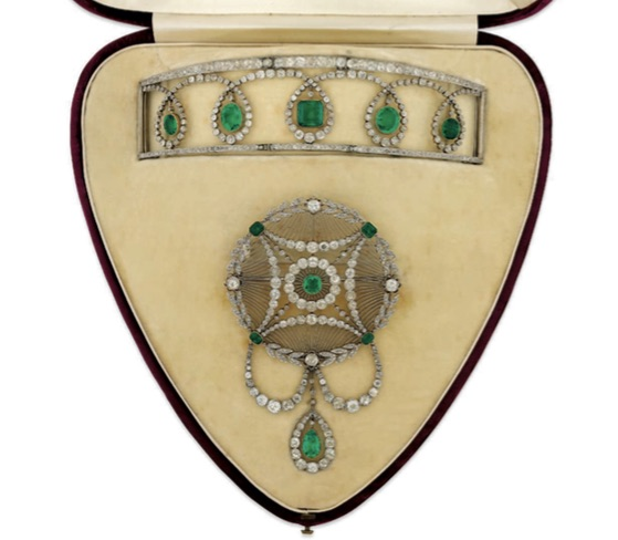 An Edwardian Emerald and Diamond Suite. Estimate: £30,000 - 40,000