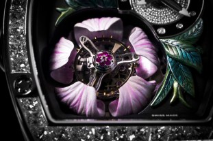 A sweet close up of the Tourbillon Fleur's Magnolia.