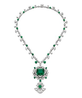 High Jewellery necklace in platinum with 1 cushion shaped Colombian emerald (22.55 ct), round emeralds (8.9 ct), baguette diamonds (19.5 ct), marquise diamonds (11 ct), 1 round shaped diamonds (7.4 ct) and pavé diamonds (2.25 ct).