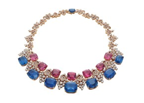 BLUE IRIDESCENCE High Jewellery necklace in white gold with 7 cushion shaped sapphires (187.48 ct), 7 cuschion shaped pink spinels (81.13 ct), round brilliant cut diamonds (24.75 ct) and pavé diamonds.