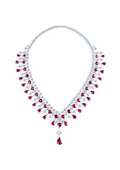 Necklace in platinum set with 1 pear-shaped ruby (approx. 4.41 cts), 45 pear-shaped rubies (approx. 48.90 cts), 1 princess-cut diamond (approx. 1.77 cts) and 158 brilliant-cut diamonds (approx. 23.89 cts).