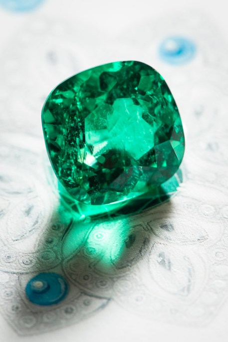 Choice of the central emerald.