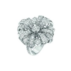"""Attirante"" ring in 18K white gold set with 4 cushion-cut diamonds for a total weight of 1.6 carat, 25 square-cut diamonds for a total weight of 1.9 carat and 78 brilliant-cut diamonds for a total weight of 2.7 carats. CHANEL Joaillerie"