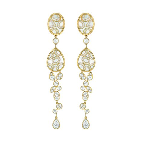 """""""Magnétique"""" earrings in 18K yellow gold set with 2 pear-cut diamonds for a total weight of 1 carat, 190 brilliant-cut diamonds for a total weight of 3.6 carats and 8 carved crystals for a total weight of 20.6 carats. CHANEL Joaillerie"""