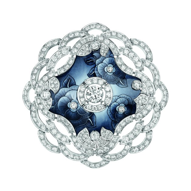 """""""Fascinante"""" brooch in 18K white gold set with a 1.5-carat brilliant-cut diamond, 206 brilliant-cut diamonds for a total weight of 9.2 carats and enamel. CHANEL Joaillerie"""