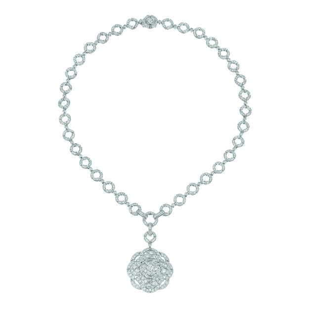 """Secrète"" necklace in 18K white gold set with 613 brilliant-cut diamonds for a total weight of 7.9 carats. CHANEL Joaillerie"