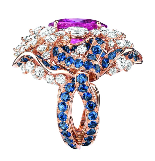 Galon Saphir Ring. 750/1000 yellow and pink gold, diamonds, sapphires and emeralds.