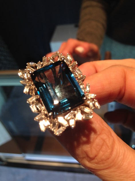 Suzanne Kalan's magnificent London Blue Topaz ring, set with her signature baguette diamonds, revealed at US Protagonists. Photo credits (c) jewellerythroughtime.com