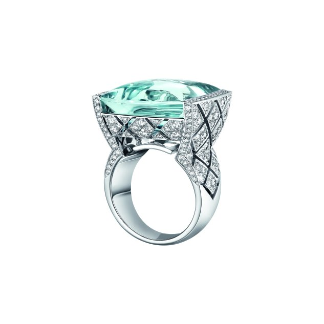 """""""Signature Acidulée"""" ring in 18K white gold set with a 23-carat cabochon-cut aquamarine and 216 brilliant-cut diamonds for a total weight of 2.1 carats."""