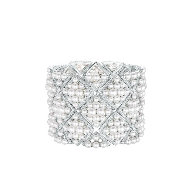 """""""Signature de Perles"""" cuff in 18K white gold set with 1191 brilliant-cut diamonds for a total weight of 12.4 carats and 308 Japanese cultured pearls."""