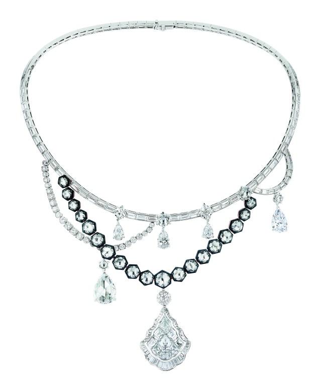galerie-des-glaces-necklace