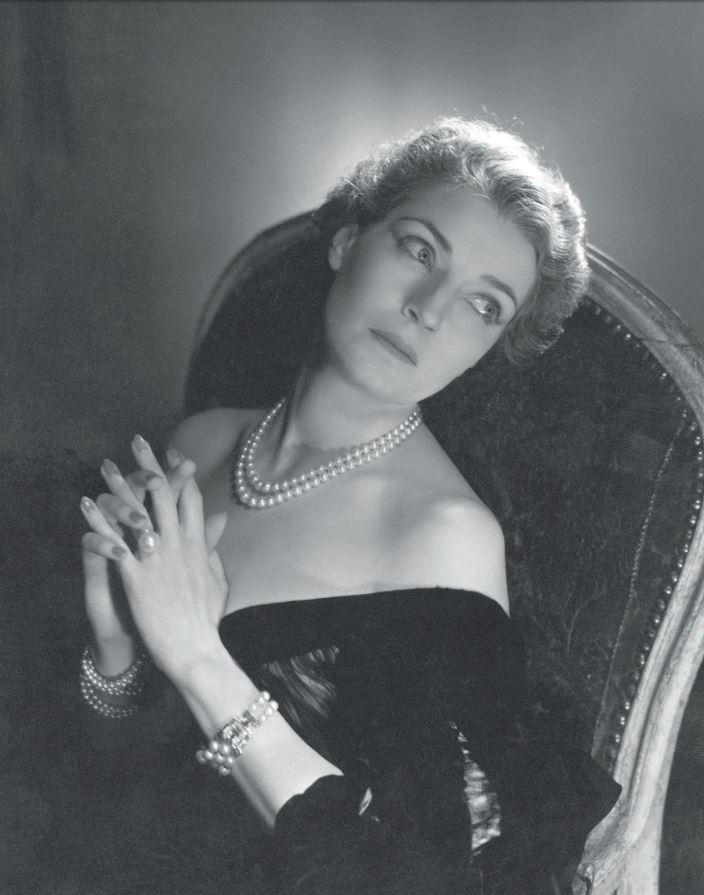countess-mona-bismark